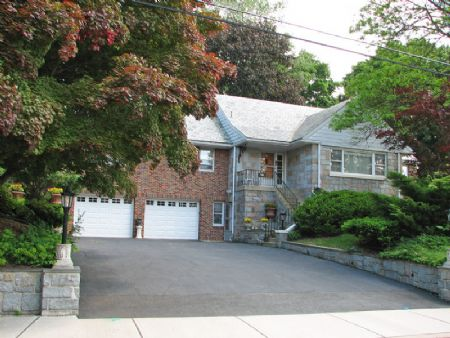 Another LookyLooz.com Listing by Dan Corrigan - Lori Intoccia